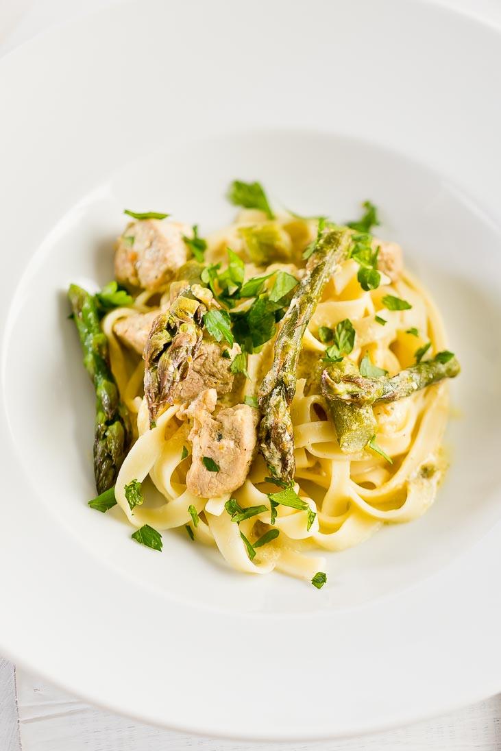 Tagliatelle mit Spargel Nudeln Spaghetti Asparagus casual cooking österreichischer food blog