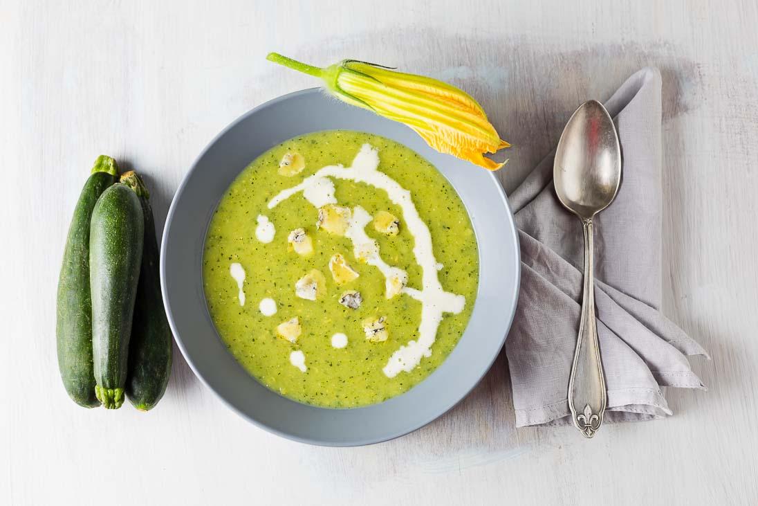 cremige Zucchinisuppe mit Gorgonzola casual cooking österreichischer food blog