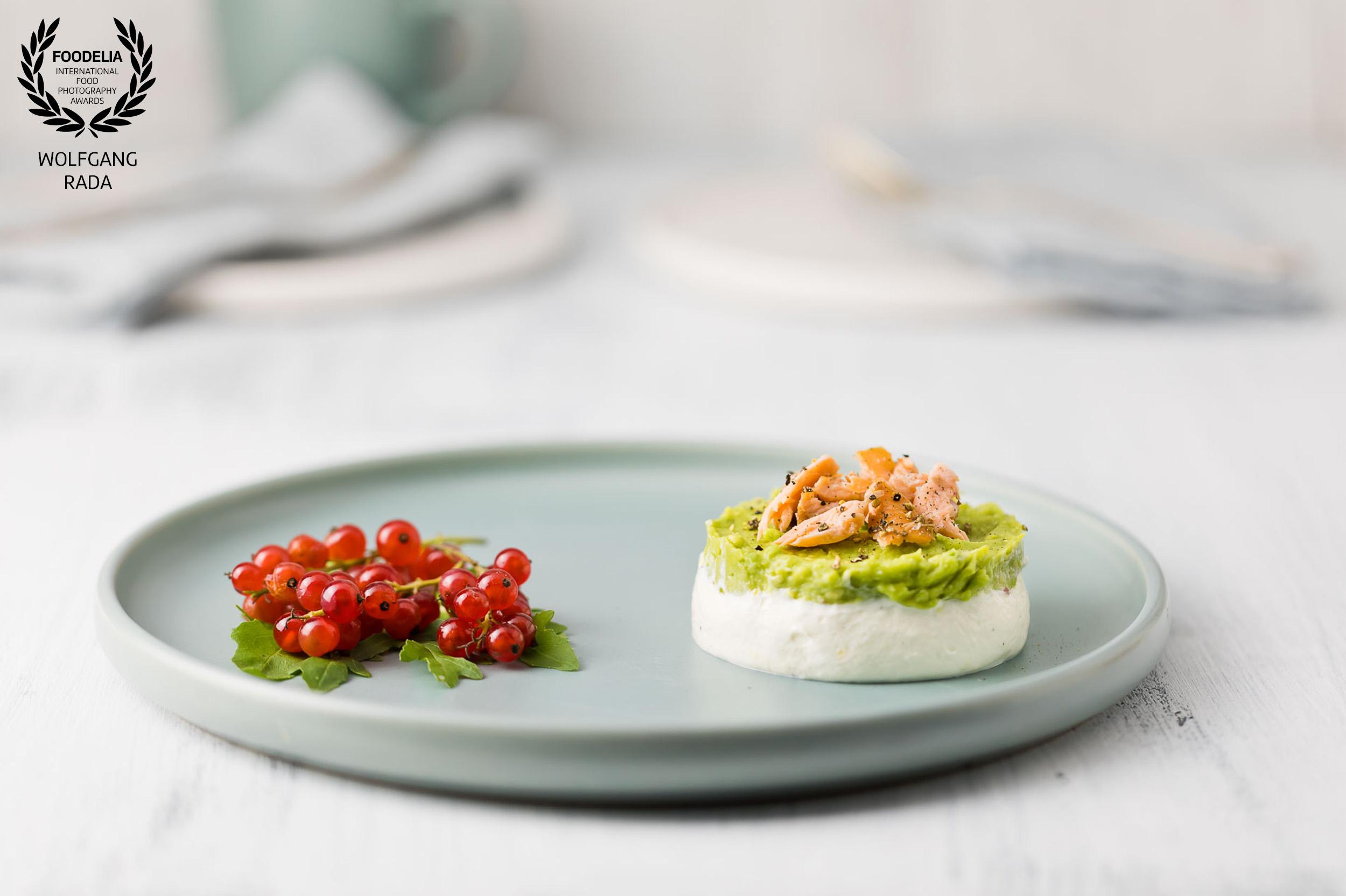 Joghurt Mousse mit Avocadocreme und geräuchertem Lachs Wolfgang Rada foodfotograf Foodelia Award für casual cooking
